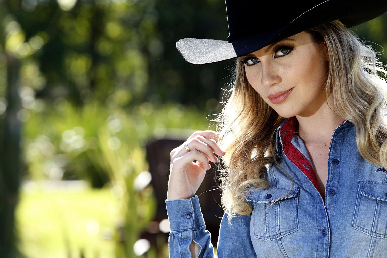 43acd803b3d3b 5 modelos de chapéu country para você usar com muito estilo
