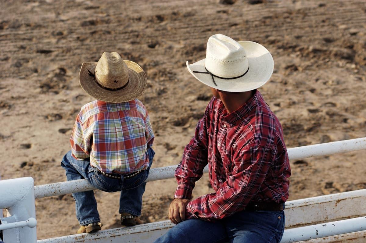 Destaque - Pai e filho - Compras para combinar o look country-min