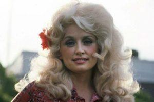 Dolly Parton - Cantores country internacionais que você deve conhecer